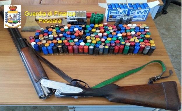 Spaccio di droga e porto abusivo di armi: 4 arresti