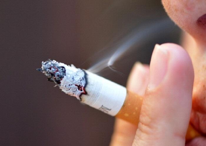 Pescara: fumano davanti ospedale, multati