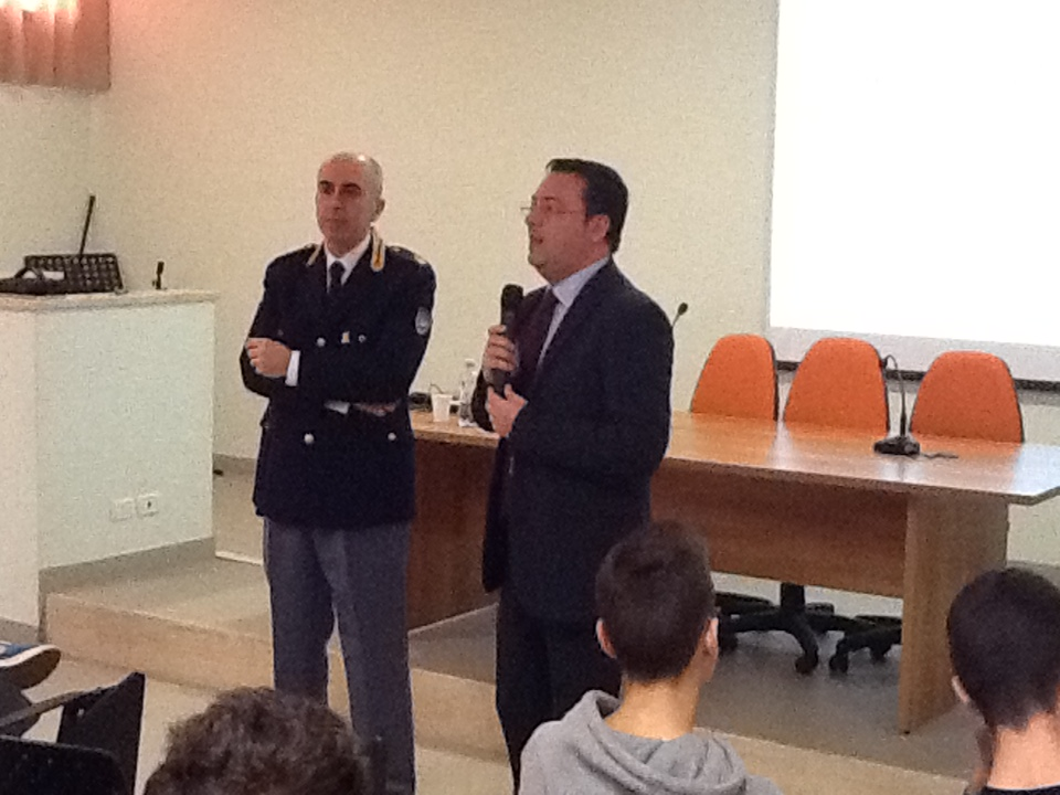 """La Polizia Postale incontra gli studenti del Liceo """"Galilei"""""""
