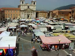 mercato piazza duomo l'aquila