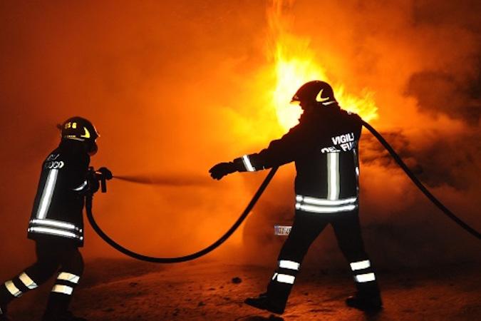 Celano: in fiamme auto della badante