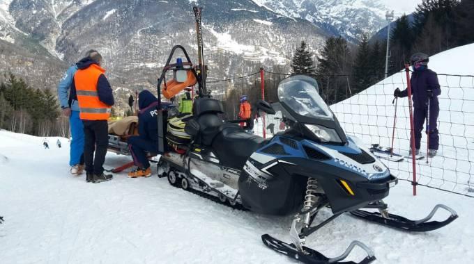 Cade con gli sci: grave una dodicenne