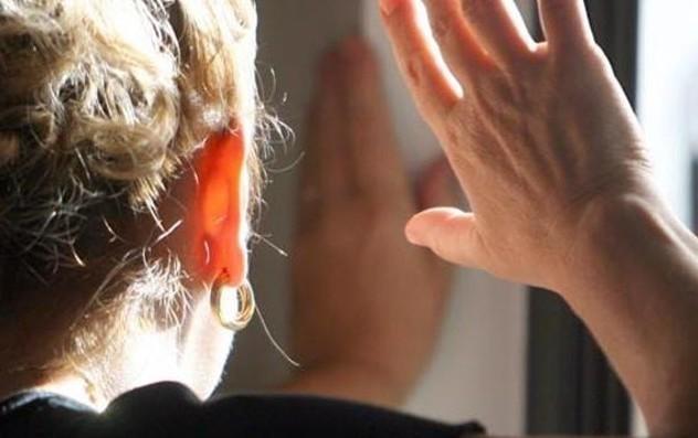 Sulmona: maltrattamenti ed estorsione alla madre, arrestato