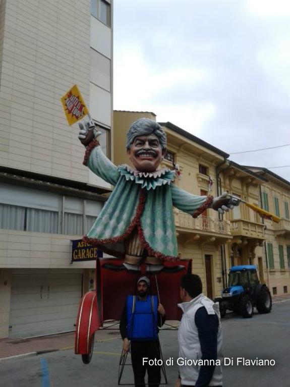 Carnevale Viareggio: carro dedicato a Razzi