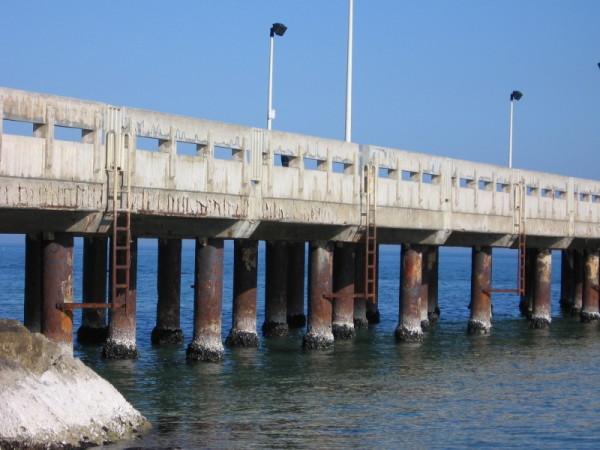 Roseto, niente fondi per il pontile a pezzi