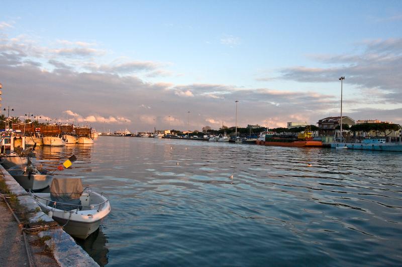 Pescara: diga foranea, scambio di accuse
