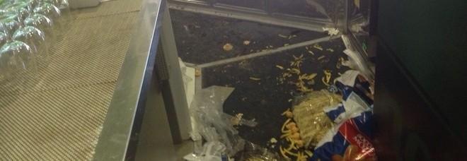 Chieti: i vandali devastano l'ex centro mensa