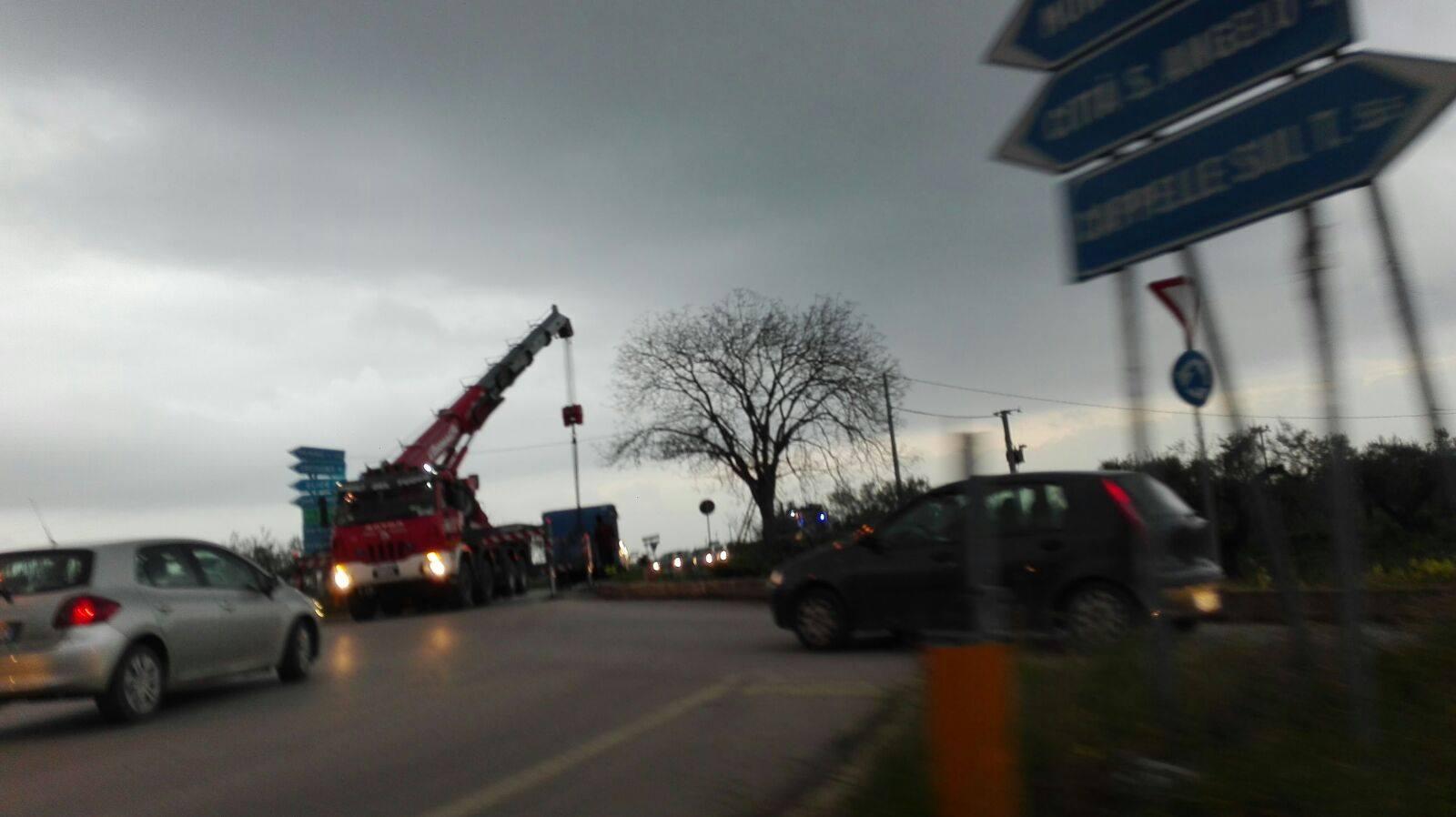 Città Sant'Angelo, traffico in tilt