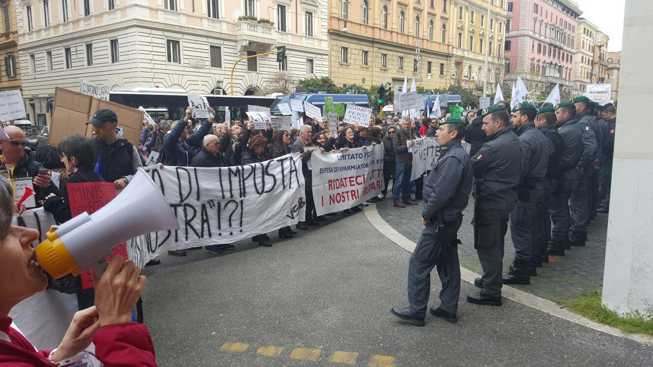 L'Aquila, Banca Etruria: i risparmiatori contro il decreto rimborsi