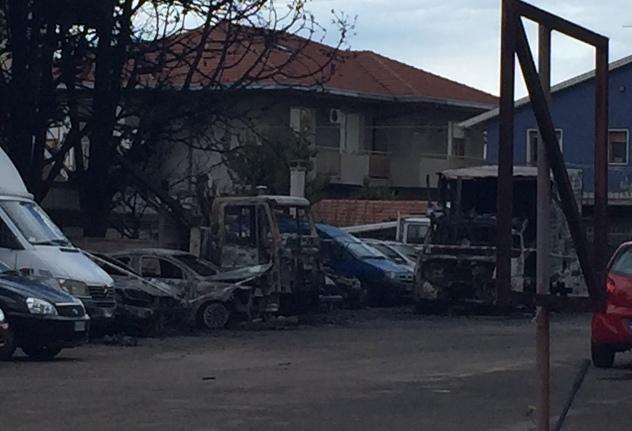 Pescara: incendio  all'Istituto Vendite Giudiziarie, 20 mezzi distrutti