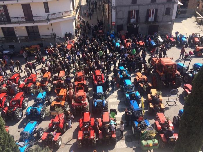 Tollo: ieri la benedizione dei trattori
