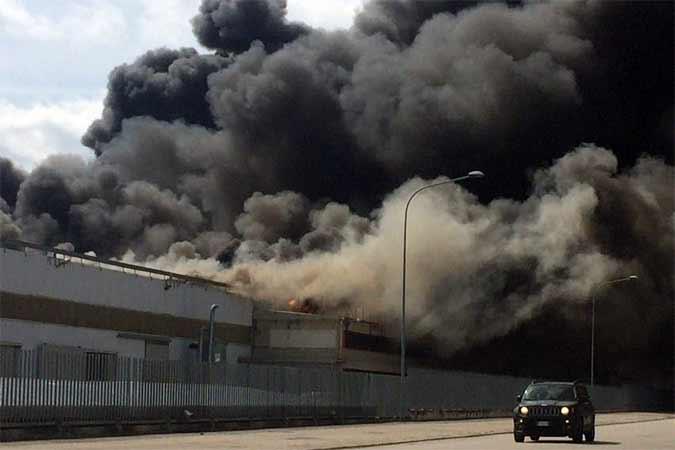 Incendio Italpannelli: aperta un'inchiesta