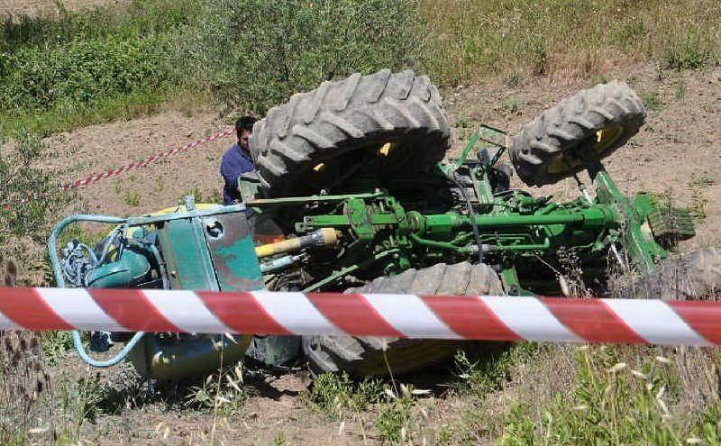 Incidente a Manoppello, si ribalta con il trattore