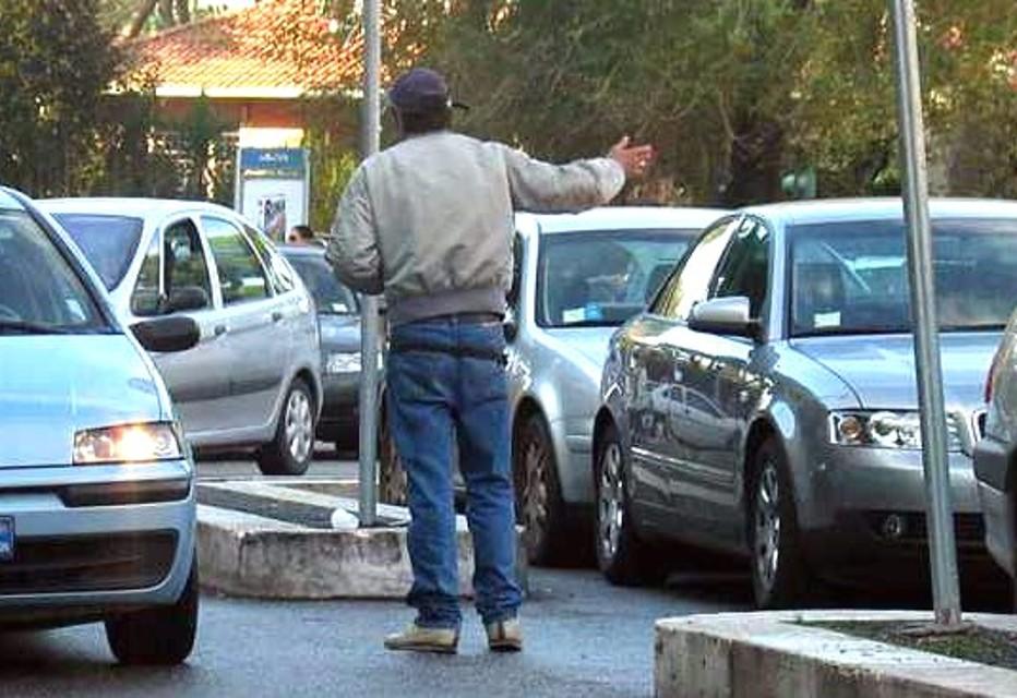 Pescara, lite con parcheggiatori abusivi: due arresti