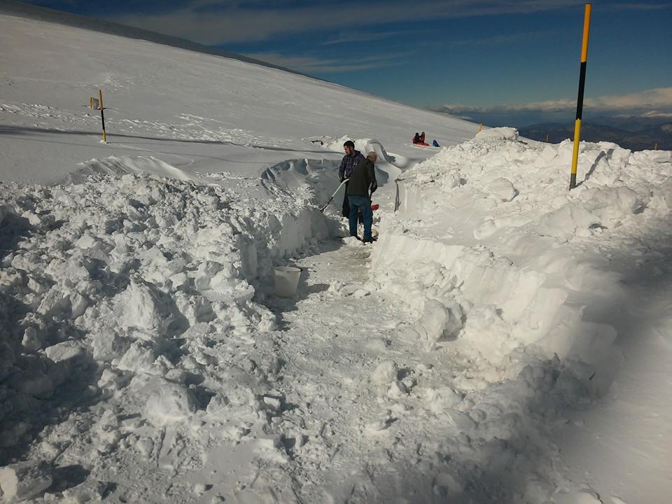 Pomilio: gestori spalano neve perché nessuno pulisce strada
