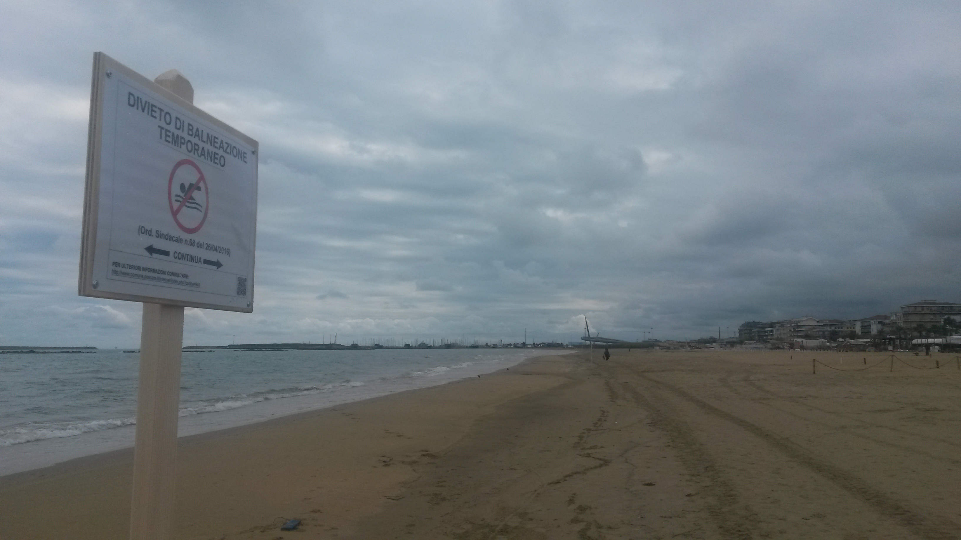 Mare Pescara: messi i divieti lungo la riviera nord