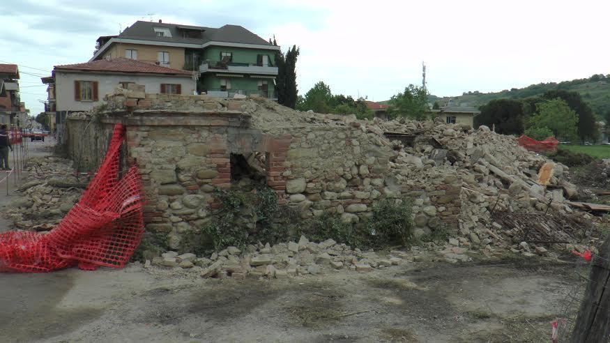 Teramo, demolito il palazzo pericolante di via Tripoti