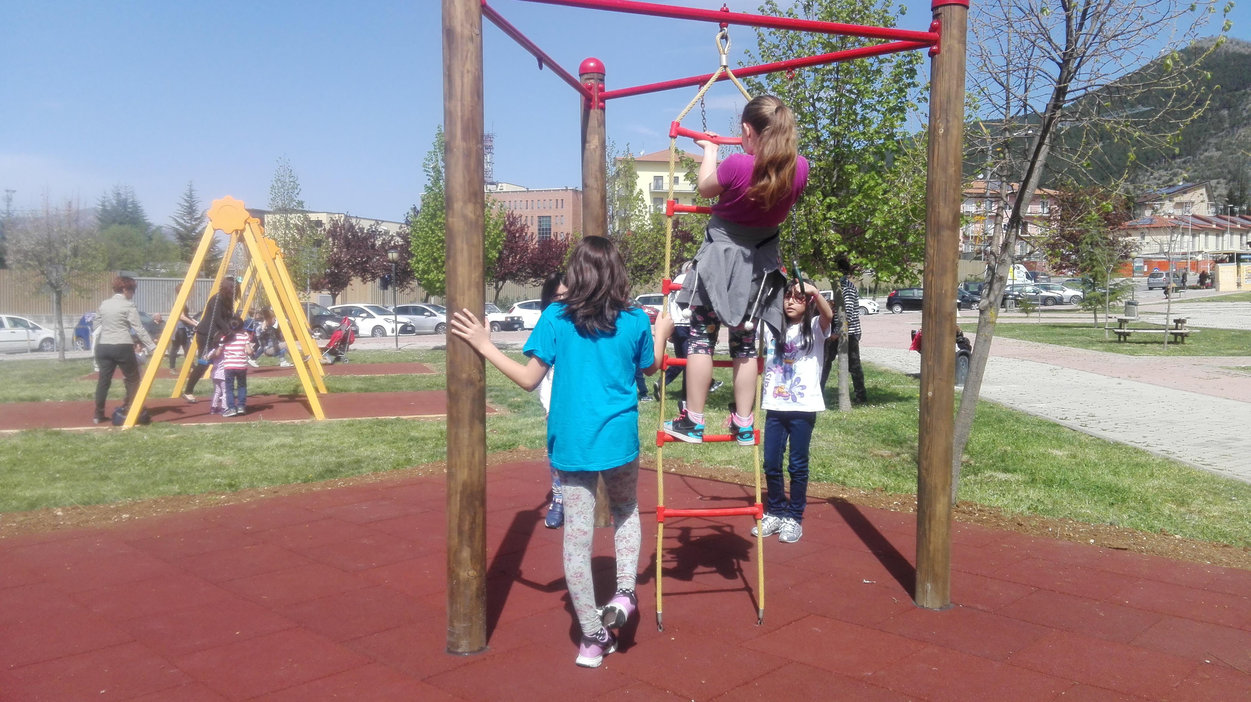 L'Aquila, la ricostruzione sociale parte dai parchi giochi