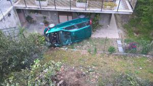 Montesilvano: illeso dopo volo 2 metri con l'auto
