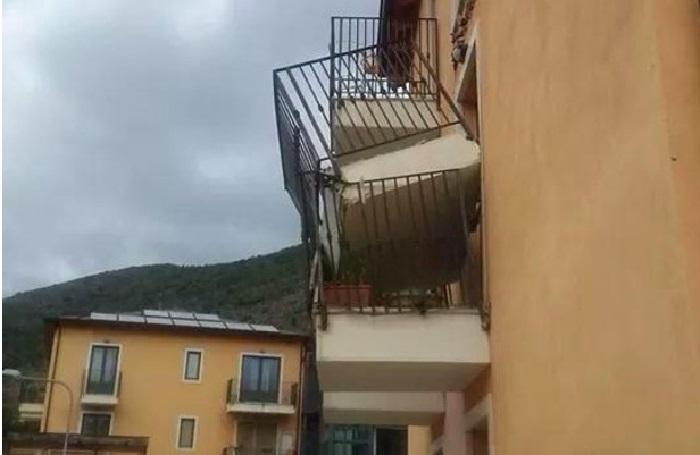 Crollo balcone Preturo a L'Aquila : chiesto il processo per 29 persone