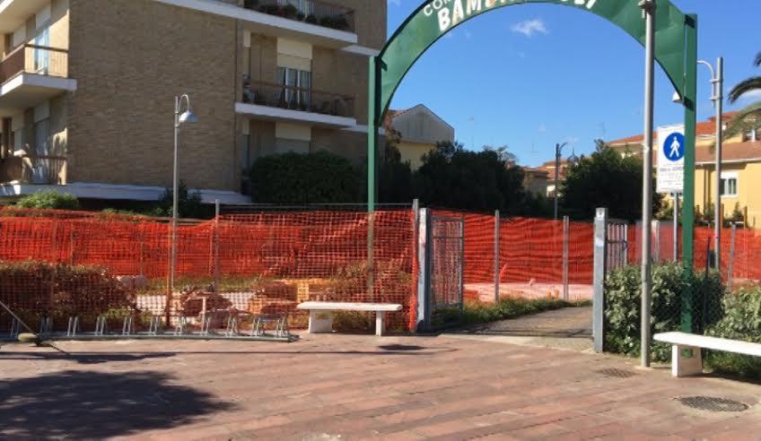 Giulianova, il chiosco della discordia nel parco Franchi