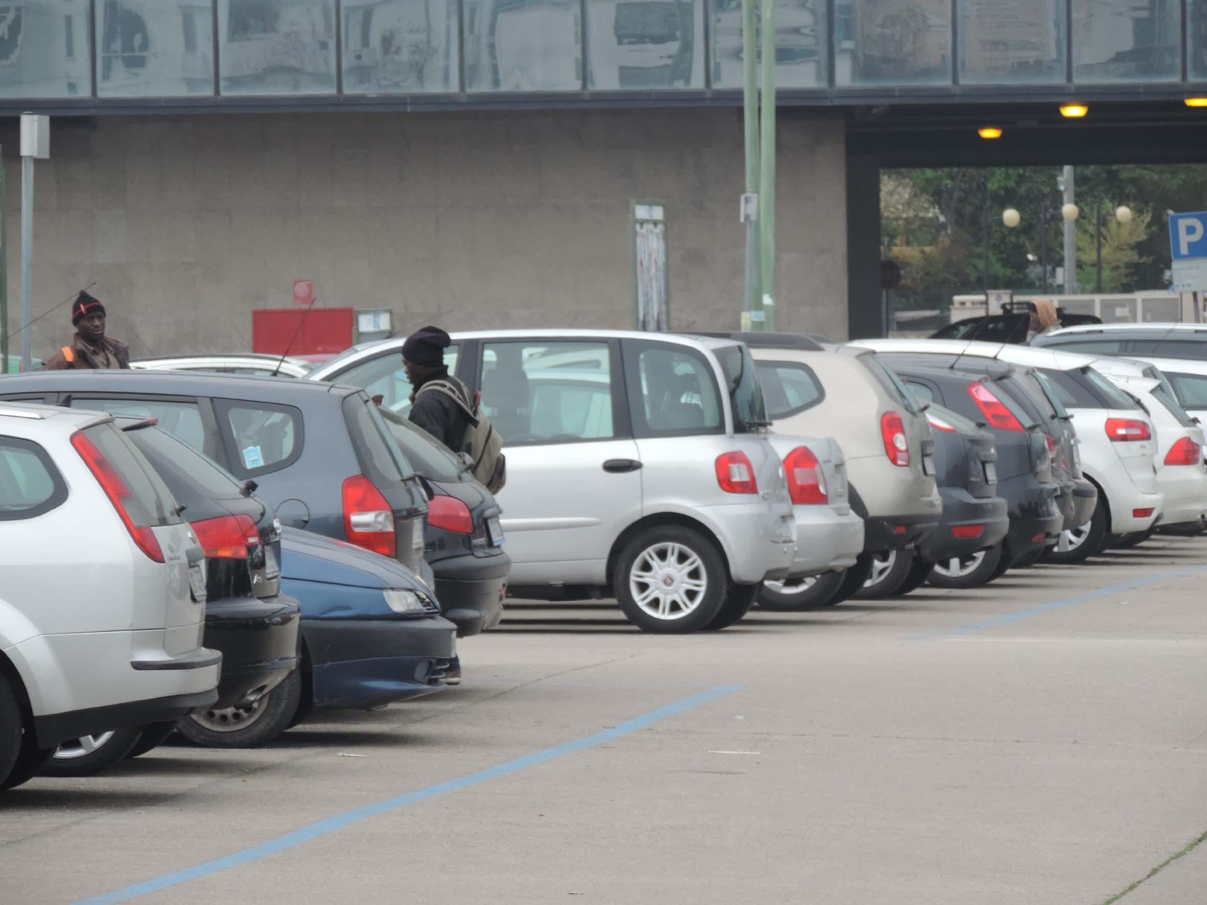 Parcheggiatori abusivi nelle aree di risulta Pescara, appello a Sindaco e Prefetto