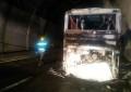 A24, Traforo del Gran Sasso: incendio di un autobus, chiusa la galleria.