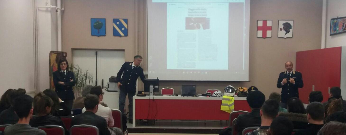 L'Aquila: studenti a lezione dalla polizia stradale