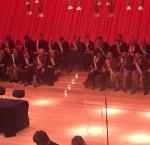 Ore 9,45: l'attesa dei sindaci abruzzesi con le fasce tricolori sul palco dell'auditorium di Renzo Piano