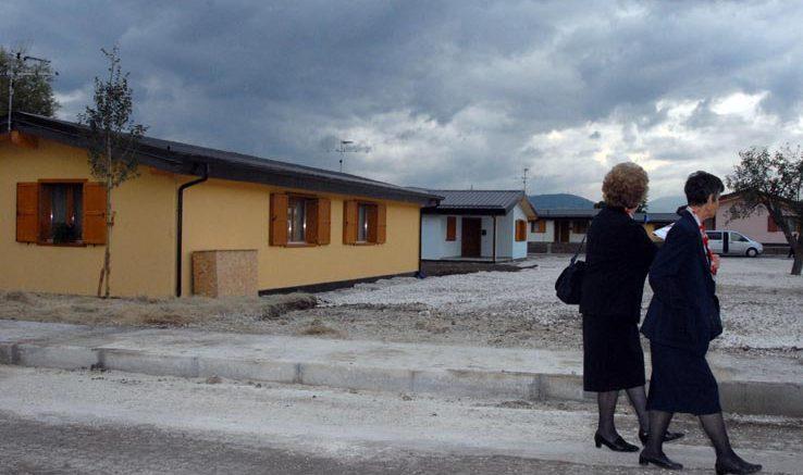Pugno duro del comune da marted parte la demolizione for Casette di legno del paese