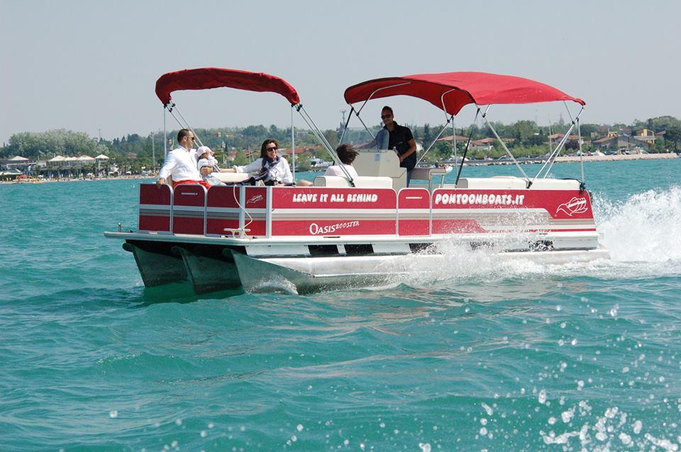 Pescara, primo viaggio per il catamarano del fiume