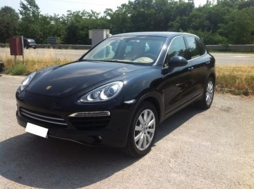 Ladri rubano una Porsche a Fraine