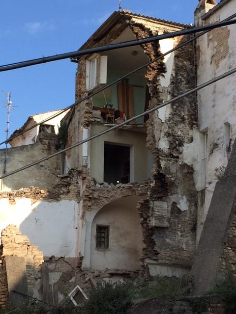Tragedia sfiorata a Loreto Aprutino (foto)