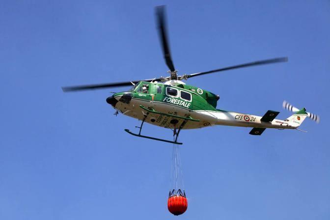 Contro gli incendi anche l'elicottero della Forestale