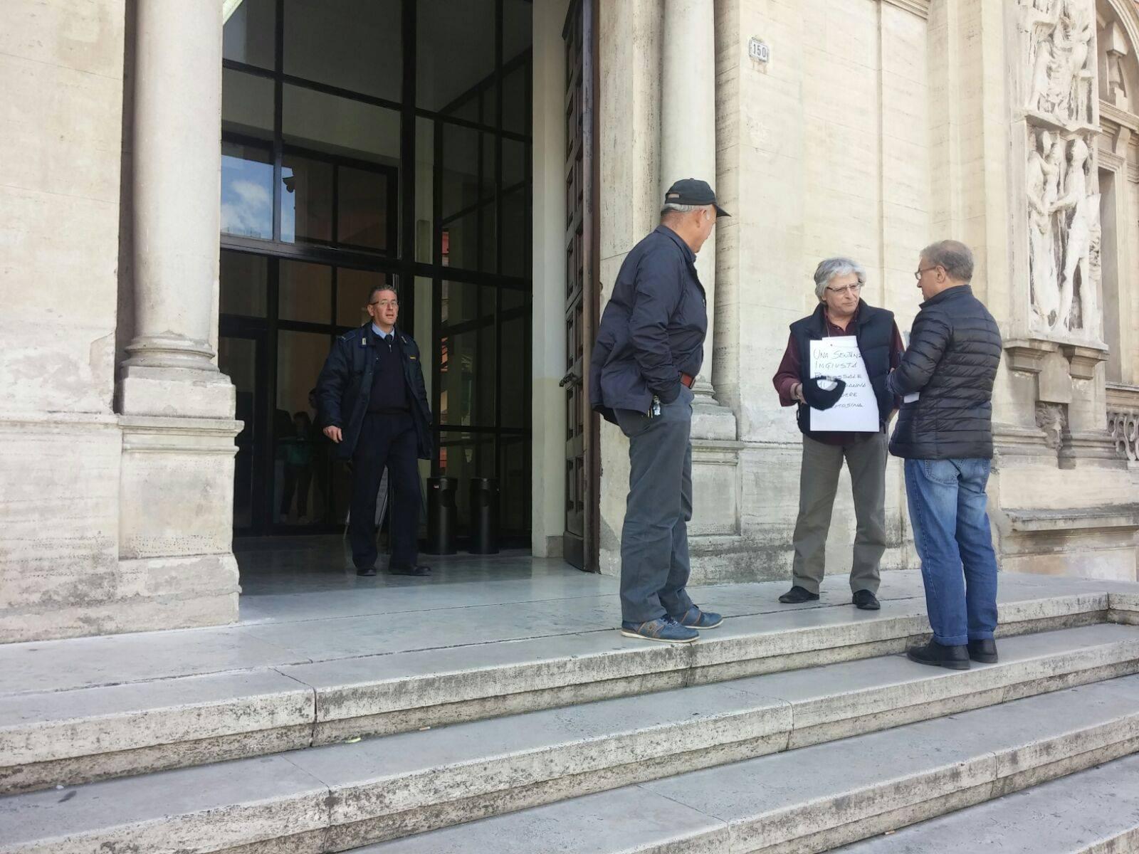 Avezzano: ex sindaco di Civita D'Antino chiede l'elemosina