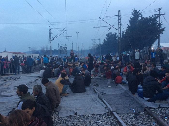 Medicinali da Pescara per bimbi campo profughi a Idomeni
