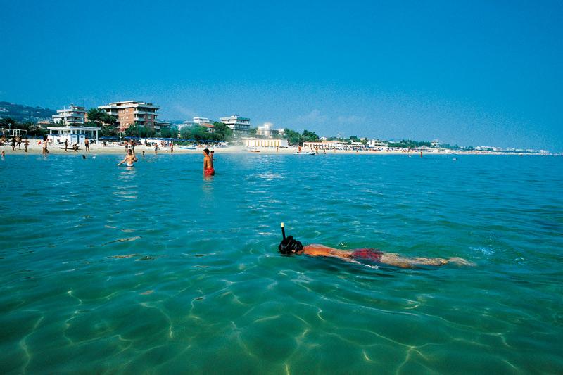 Alba Adriatica: l'Arta rassicura sulla balneabilità del mare