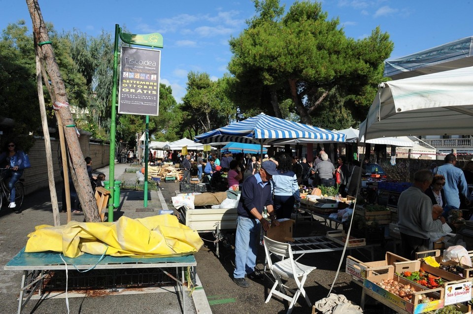 Mercato strada Parco, altri 10 posti