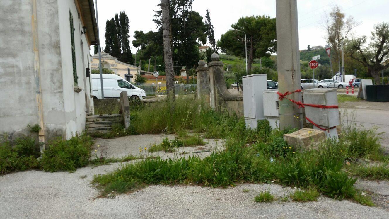 Ad oltre un anno la casa comunale lasciata nel degrado for Casa comunale