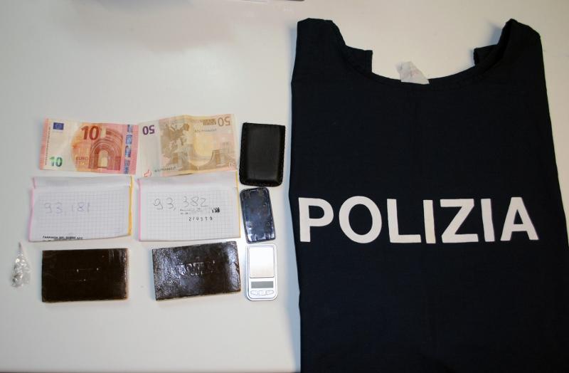 Silvi: Arrestato con due panetti di hashish nelle mutande