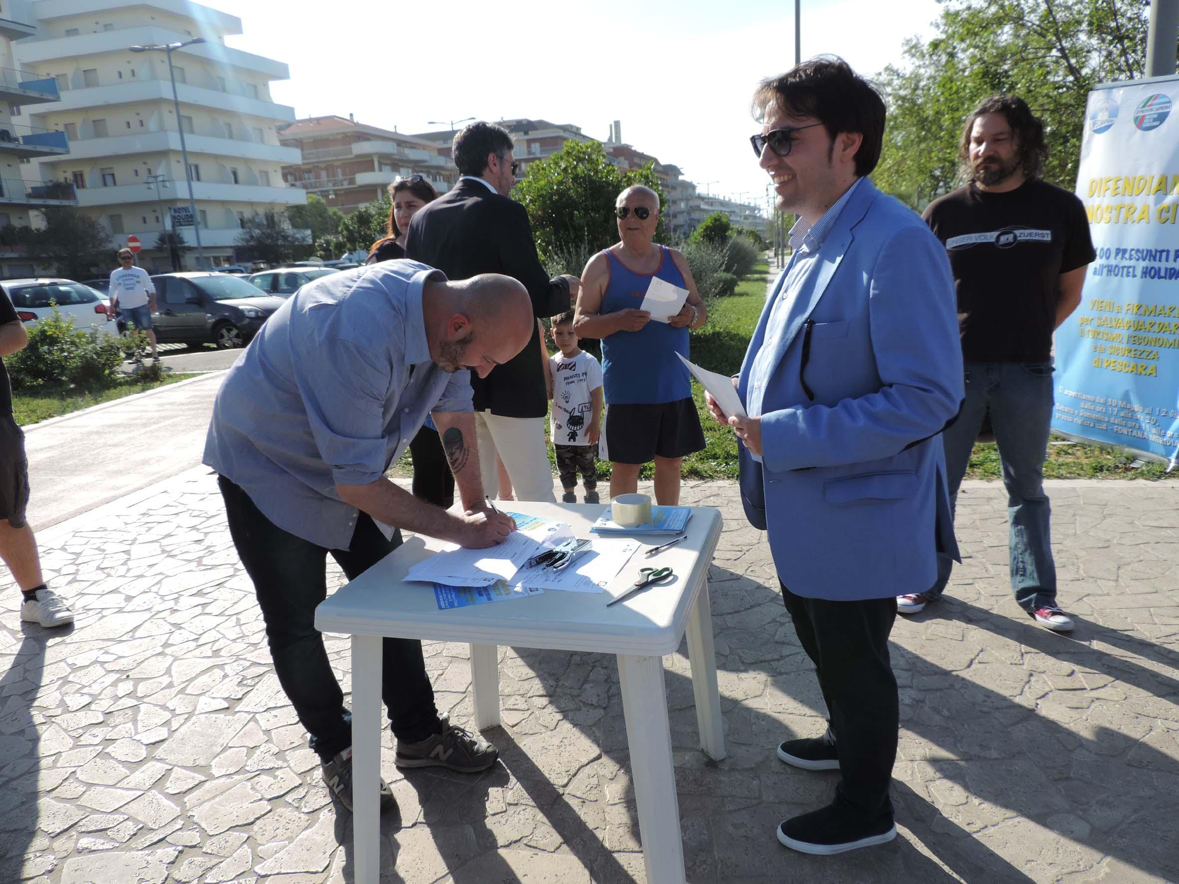 Profughi a Pescara, stop per tutta l'estate