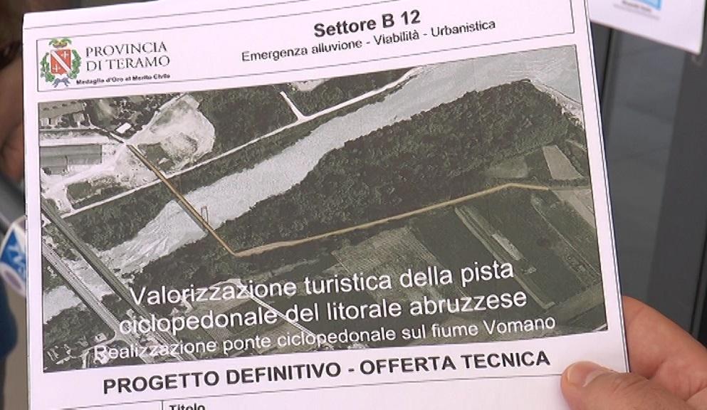 Pineto, presentato il ponte ciclo-pedonale sul Vomano
