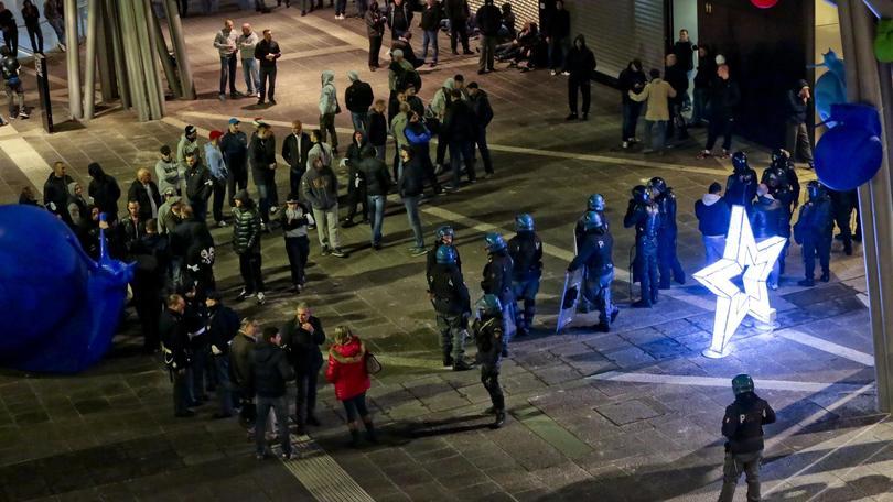 Incidenti partita Livorno-Lanciano: 3 poliziotti feriti