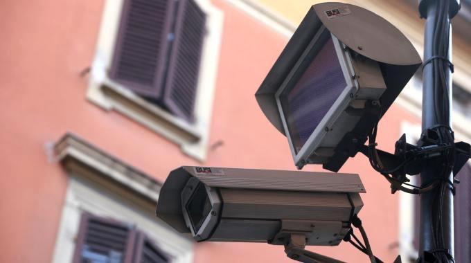 Sicurezza, presto in rete 10 mila telecamere