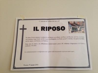 "Pescara: residenti piazza Muzii, manifesti ""riposo defunto"""