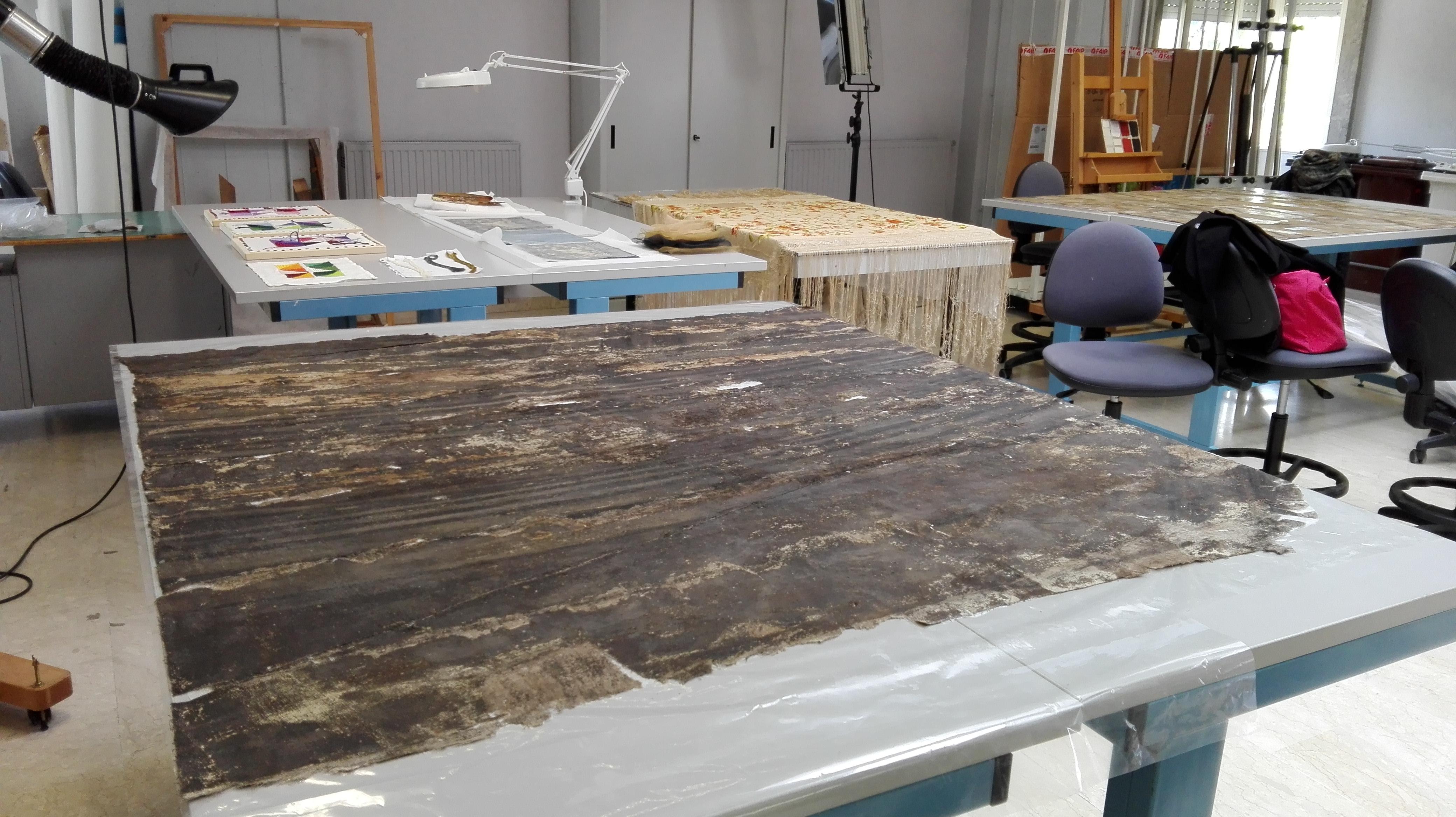 Duomo, gli studenti restaurano una tela di 120 metri quadrati