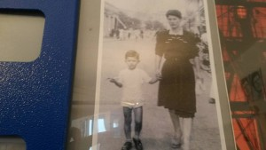 Luigi bambino con la mamma