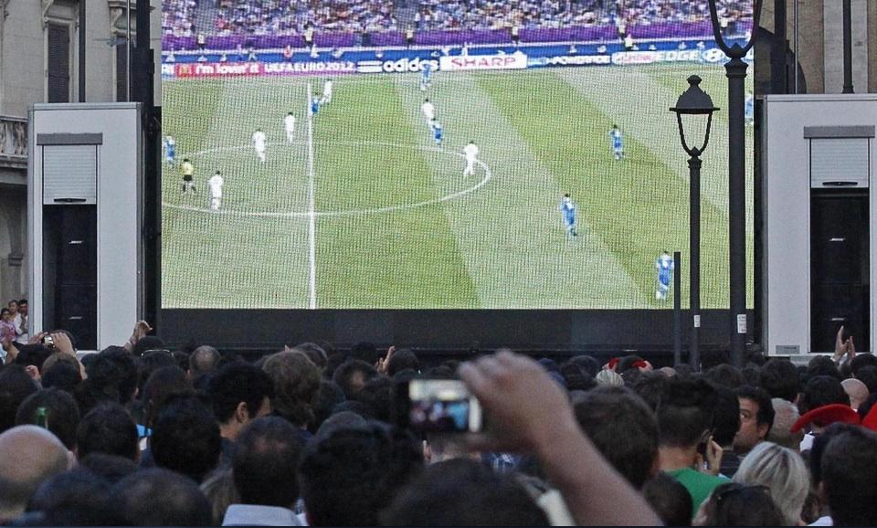 Pescara calcio, maxi schermo a Piazza Salotto