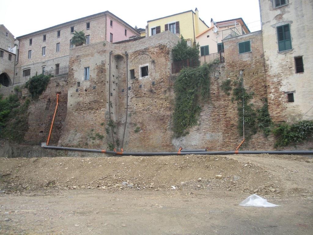 """Penne: un """"delitto"""" contro le antiche mura"""