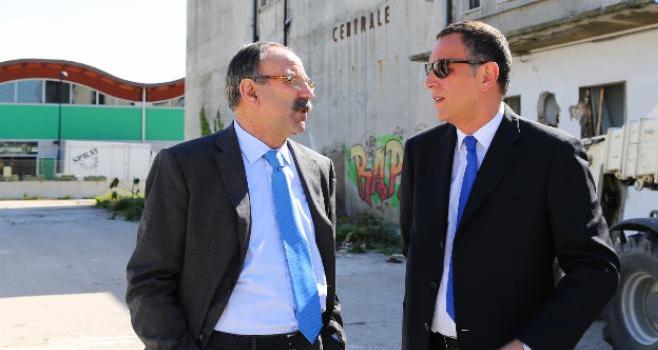 Mare inquinato a Pescara, chiesto processo per sindaco e vice